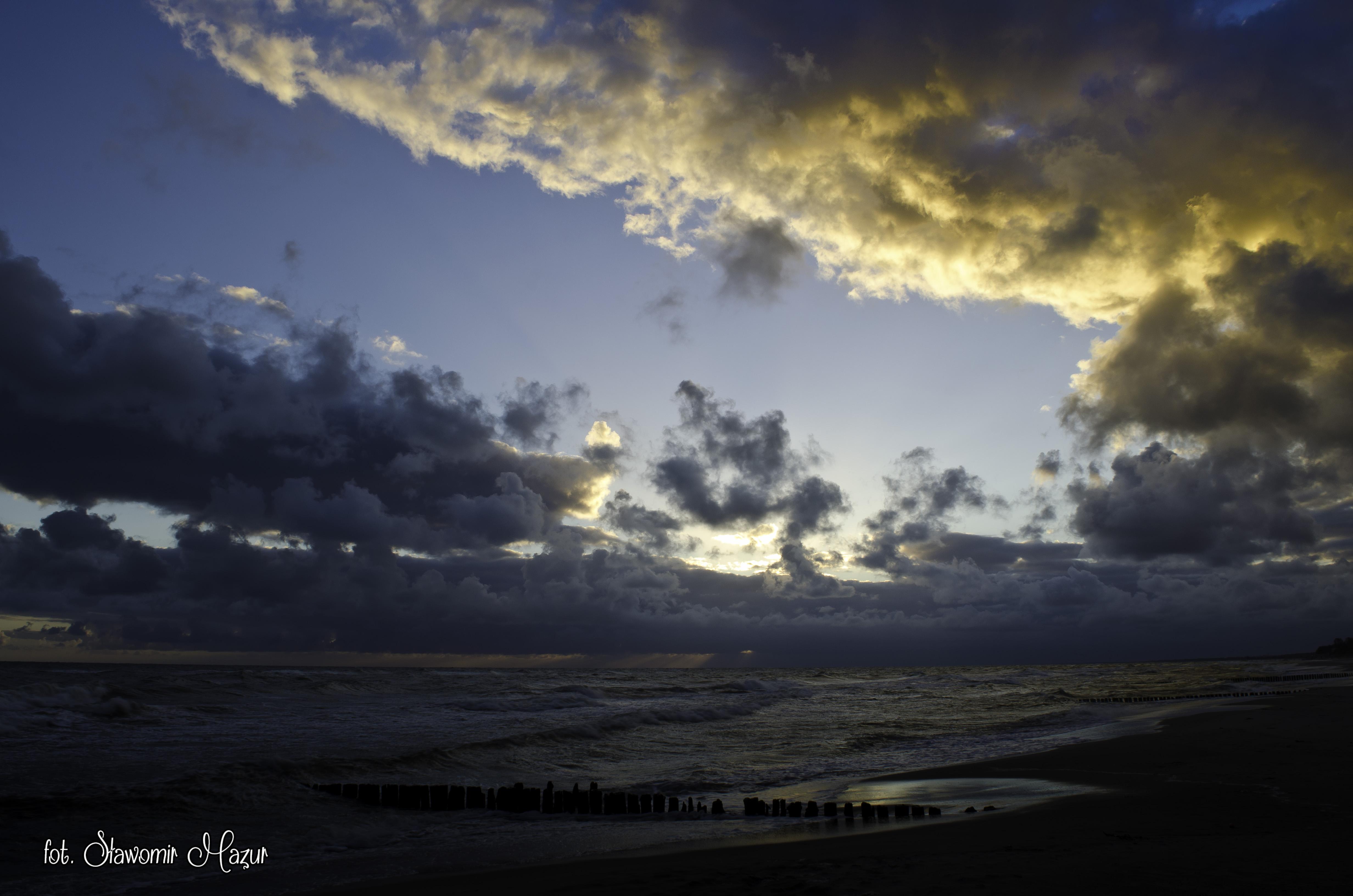Burzliwy wschód słońca