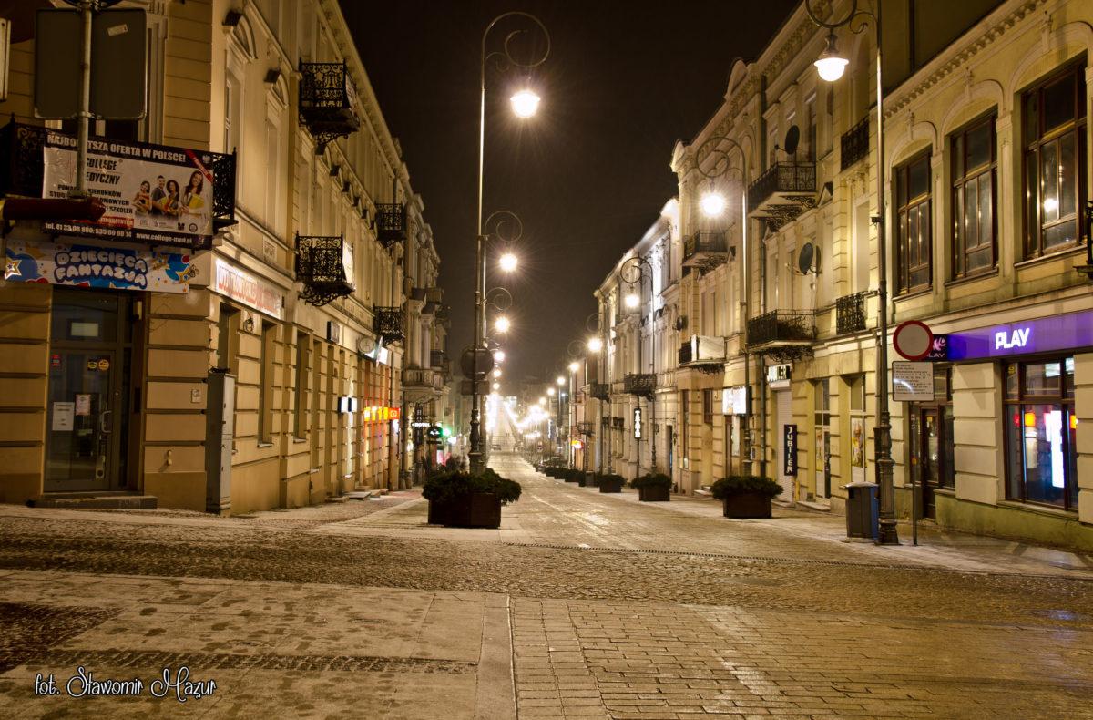 Zimowa Sienkiewka nocą